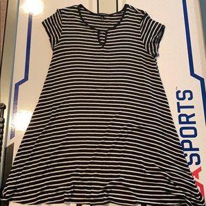 Dresses & Skirts - Black/White striped short sleeve dress